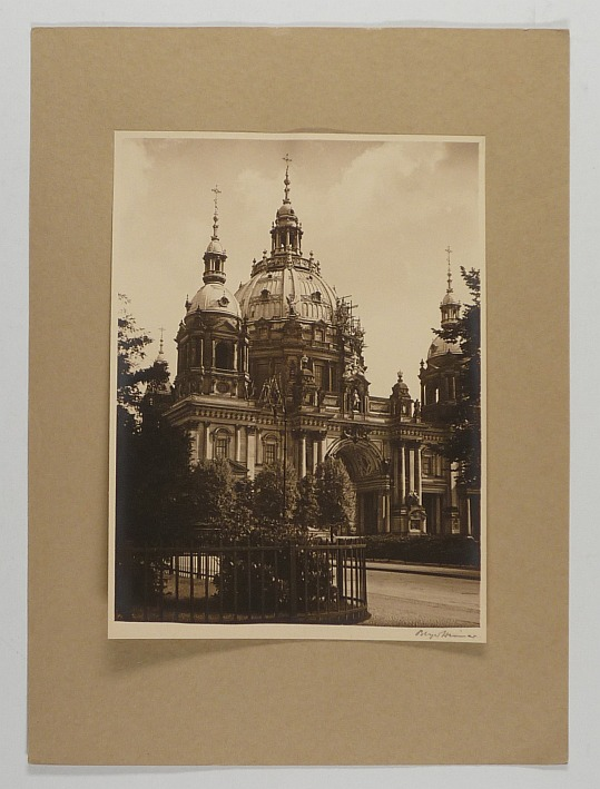 http://shop.berlinbook.com/fotografien-berlinmotive/beyer-guenther-1888-1965-taetig-in-weimar-5-originalfotografien::9839.html