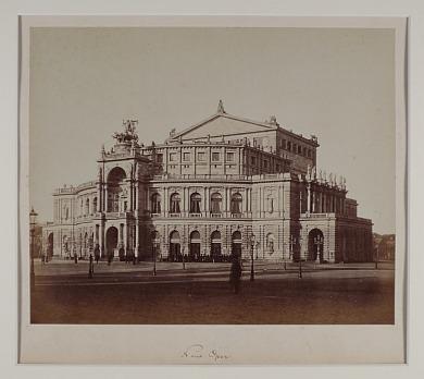 http://shop.berlinbook.com/fotografien-sonstige-motive/kotzsch-august-1836-1910-oper-dresden::10648.html