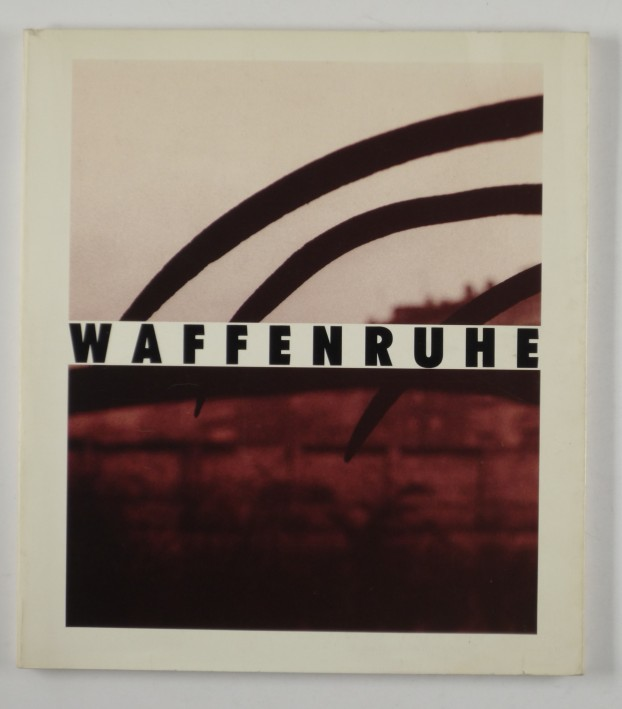http://shop.berlinbook.com/fotobuecher/schmidt-michael-fotos-u-einar-schleef-text-waffenruhe::9146.html