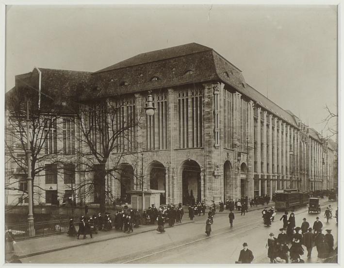 http://shop.berlinbook.com/fotografien-berlinmotive/titzenthaler-waldemar-laibach-krain-1869-1937-berlin-warenhaus-wertheim::9968.html