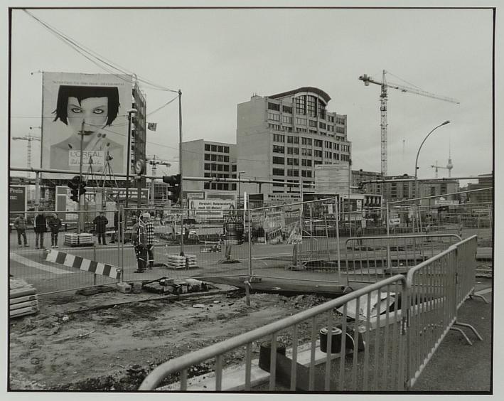 http://shop.berlinbook.com/fotografien-berlinmotive/lange-karl-ludwig-minden-1949-lebt-in-berlin-berlin-potsdamer-platz-leipziger-platz::2137.html