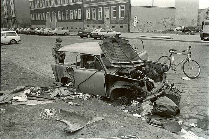 http://shop.berlinbook.com/fotografien-berlinmotive/lange-karl-ludwig-minden-1949-lebt-in-berlin-berlin-mitte-strelitzer-strasse::3011.html