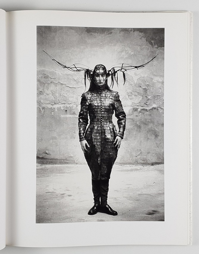 http://shop.berlinbook.com/fotobuecher/buberl-brigitte-hrsg-mode-foto-mode-fotografien-von-sibylle-bergemann-u-horst-wackerbarth::11584.html