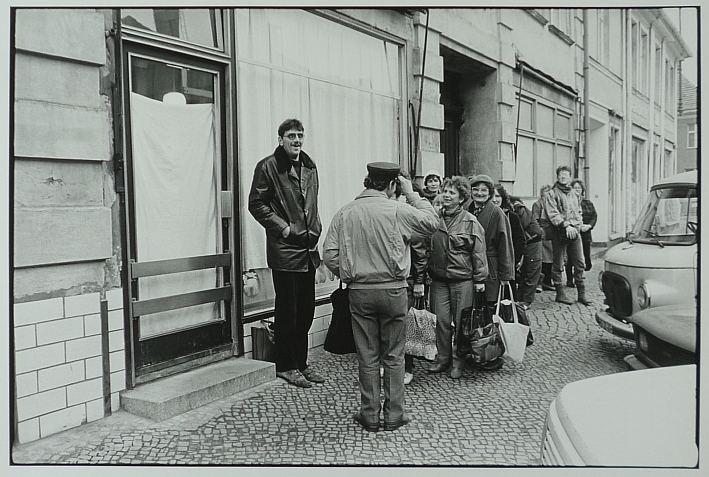 http://shop.berlinbook.com/fotografien-sonstige-motive/lange-karl-ludwig-minden-1949-lebt-in-berlin-potsdam-8-1-90::2126.html