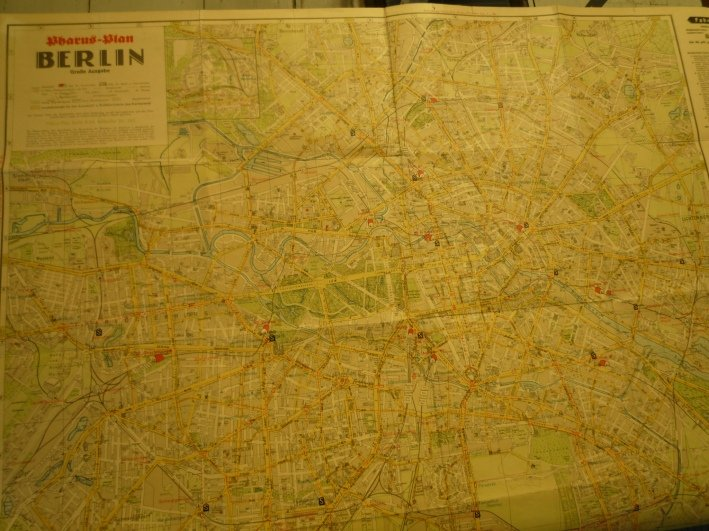 http://shop.berlinbook.com/berlin-brandenburg-berlin-stadt-u-kulturgeschichte/pharus-plan-berlin::1636.html