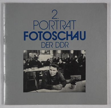 http://shop.berlinbook.com/fotobuecher/2-portraet-fotoschau-der-ddr::11017.html